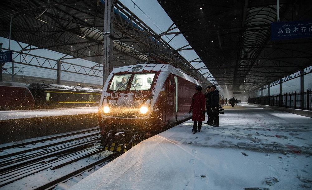 烏魯木齊南站駛出首輛通往達坂城區城際列車