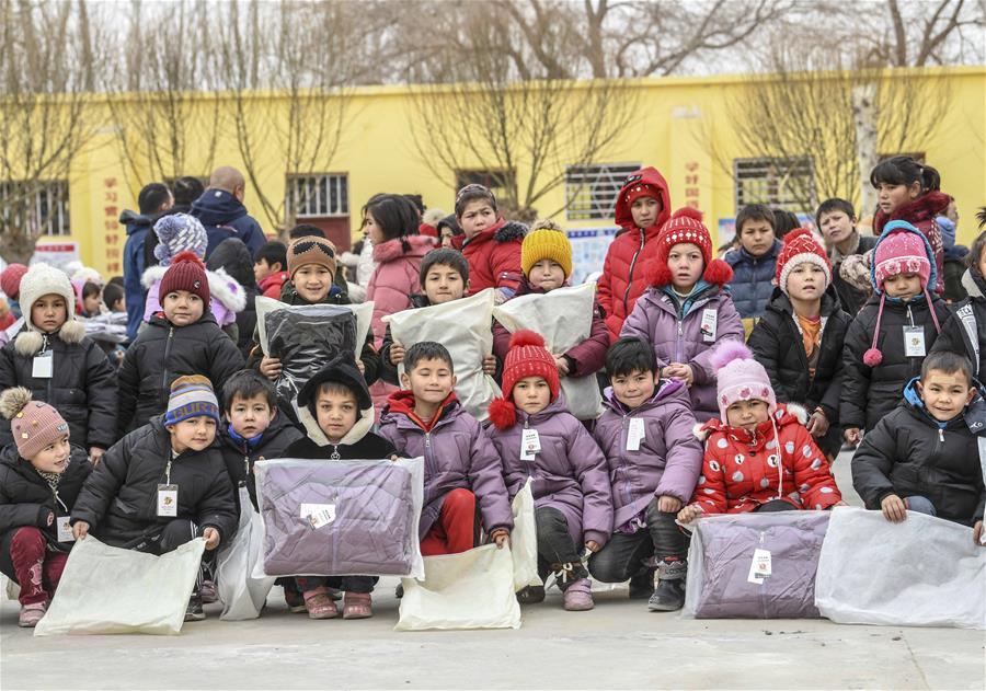 新疆:寒冬送暖衣