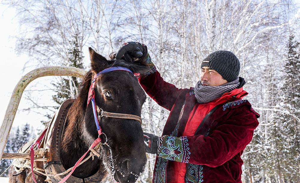 """""""馬的士""""馳騁在新疆雪鄉"""
