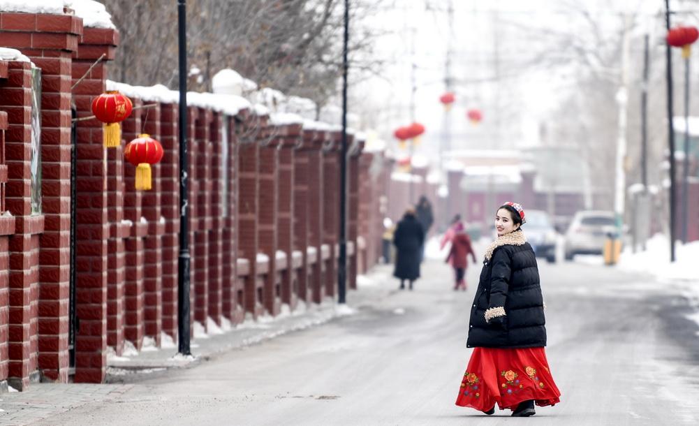 新疆:多民族村莊紅紅火火迎新春