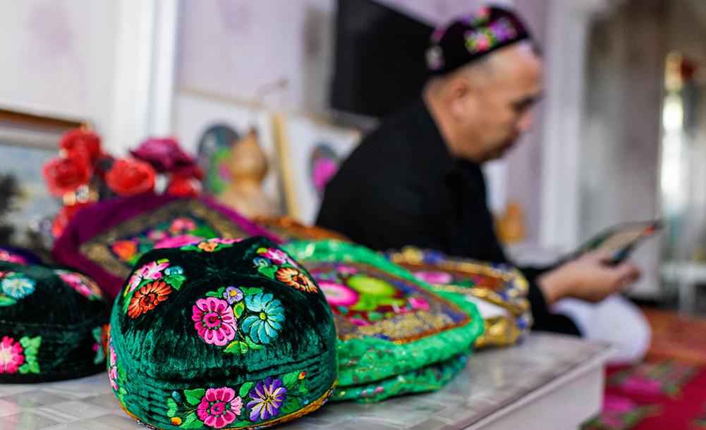 新疆手藝人巧手裝扮美好生活