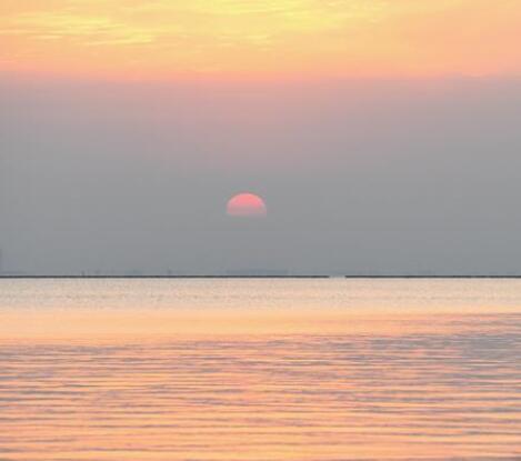 落日余暉映巢湖